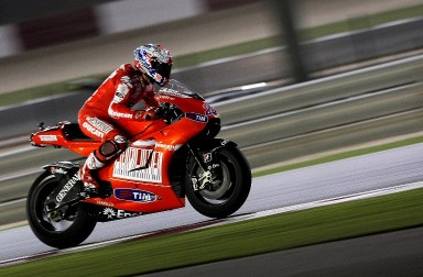 Australia's Casey Stoner of Ducati Marlboro Team races during the 2010 MotoGP free practice at the Losail International Circuit in Doha on April 10, 2010. The MotoGP season kicks off under floodlights at the Grand Prix of Qatar this weekend. AFP PHOTO/MARWAN NAAMANI / AFP / MARWAN NAAMANI